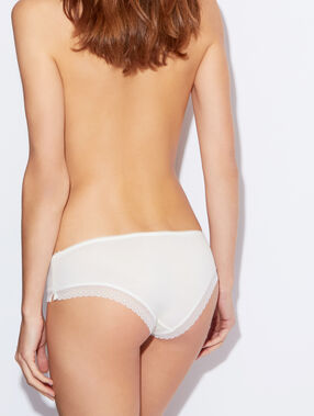 Delicate, lace-edged, modal shorts white.