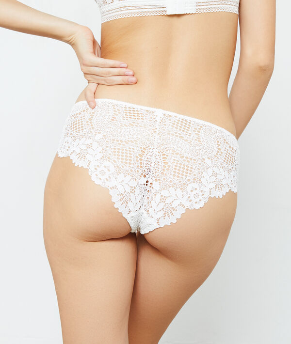 Lace shorty briefs;${refinementColor}