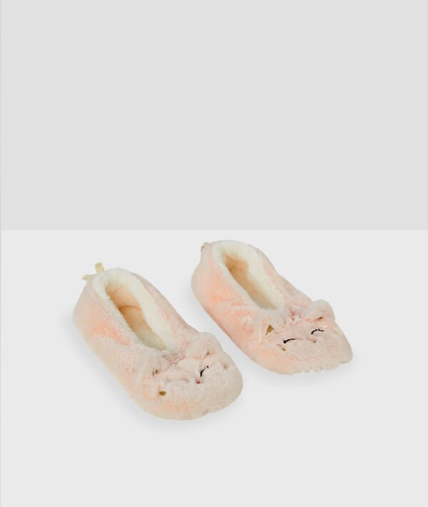 Boot slippers with bells;${refinementColor}