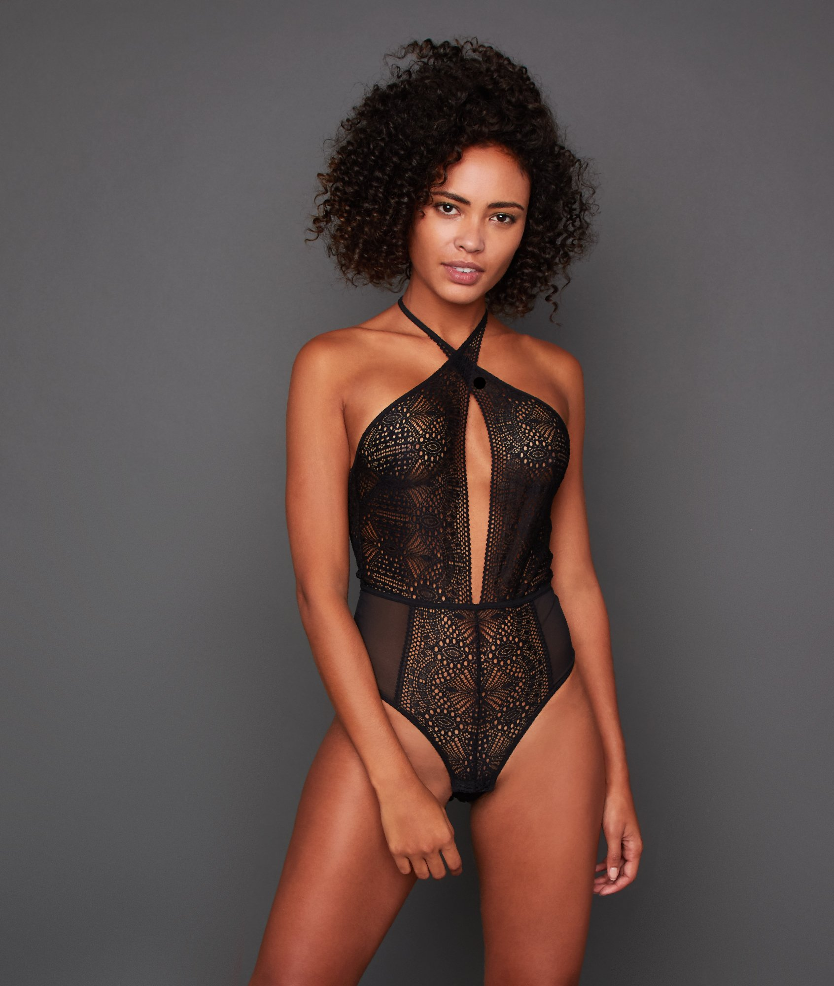 Indented bodysuit with lace and tulle black.